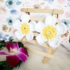 Crochet woven flower earrings  white and yellow 🌸